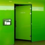 Eleganz trifft auf Funktionalität: Die Sanitäranlagen erstrahlen in frischen Grüntönen.